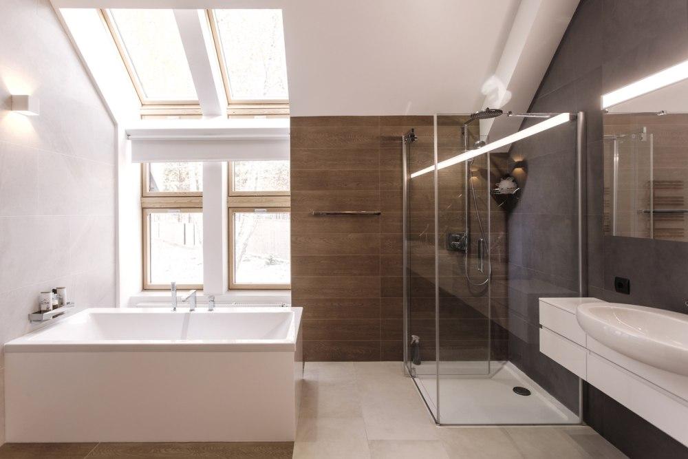 Instalacije u kupaonici potkrovlja – Kako ih planirati i izvesti